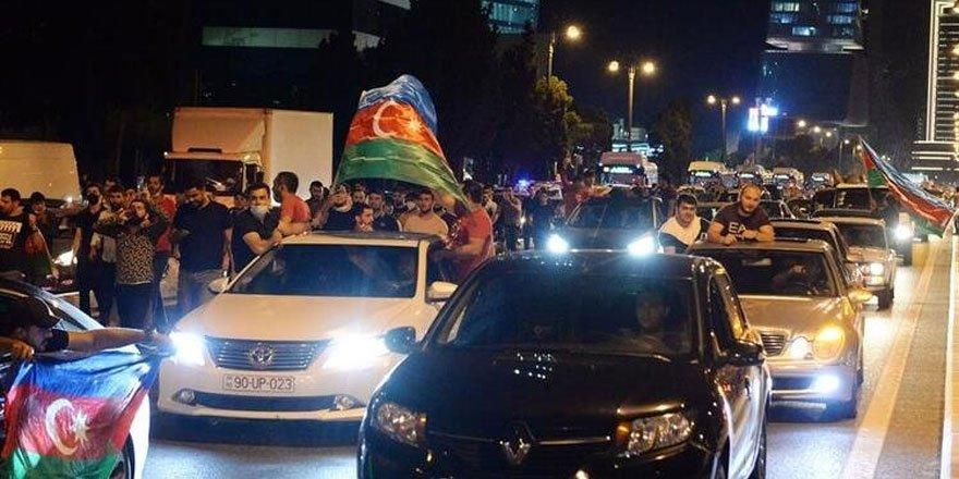 Azerbaycan'da halk sokaklara döküldü! Seferberlik çağrısı yaptılar