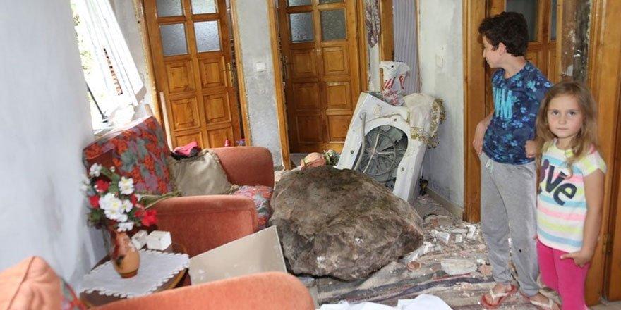 Ordu'da kaya parçası eve düştü! Çamaşır makinesi faciayı önledi