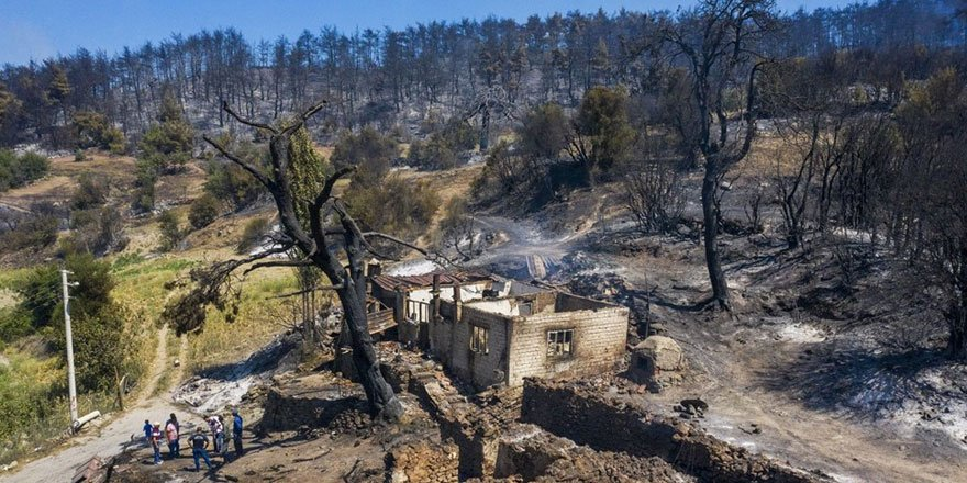 Manisa'daki yangında 10'a yakın ev ağır hasar aldı!