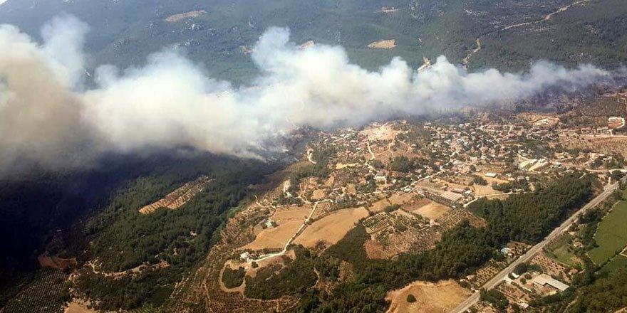 Menderes'te orman yangını! Boşaltılan bir site yandı