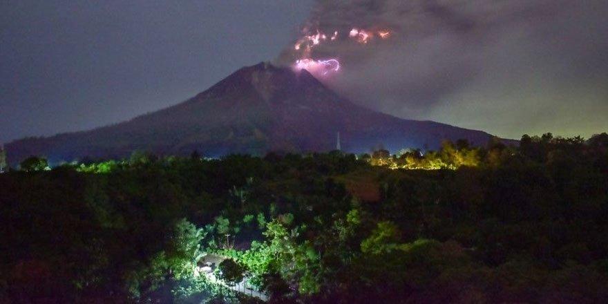 Endonezya'da Sinabung Yanardağı'nda hareketlilik