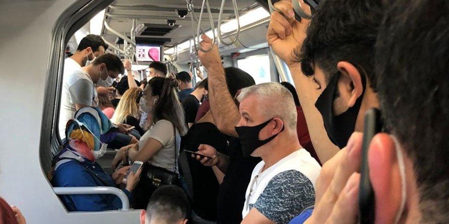 Metrobüslerde aşırı yoğunluk! Sosyal mesafe kuralı hiçe sayıldı