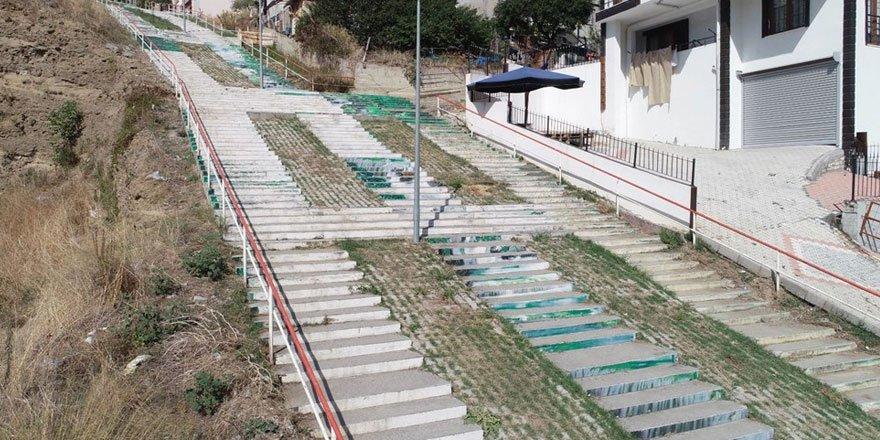 Molalı çıkılabilen 200 basamaklı merdiven görenleri şaşırtıyor!