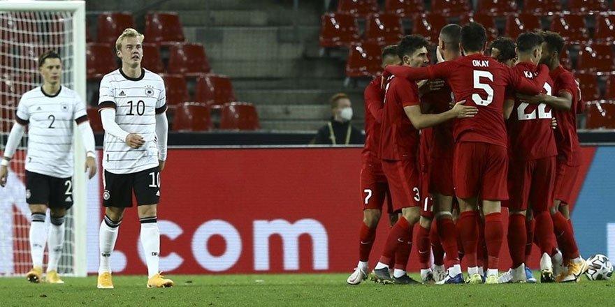 Almanya-Türkiye maçında gol düellosu! İşte düellodan kareler