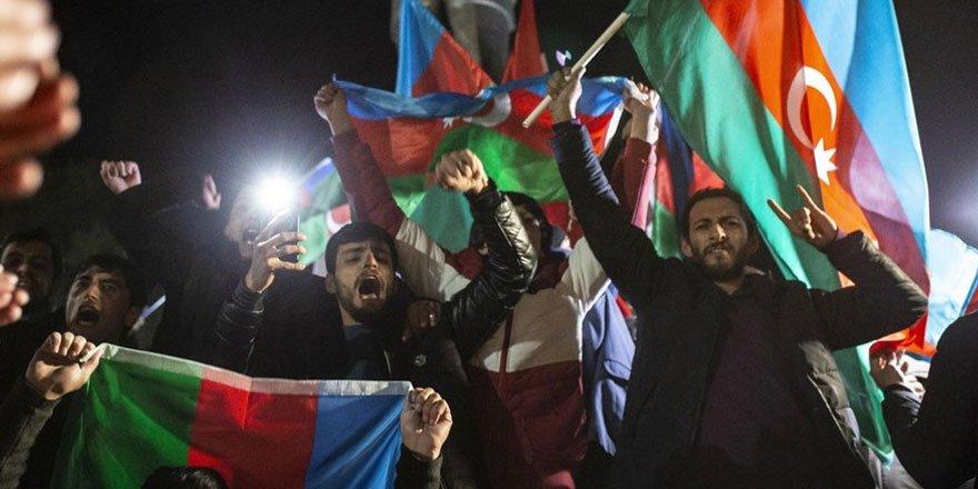 Azerbaycanlılar, varılan anlaşmayı meydanlarda kutladı!