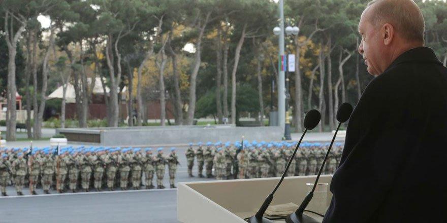Bakü'de Karabağ zaferi kutlaması