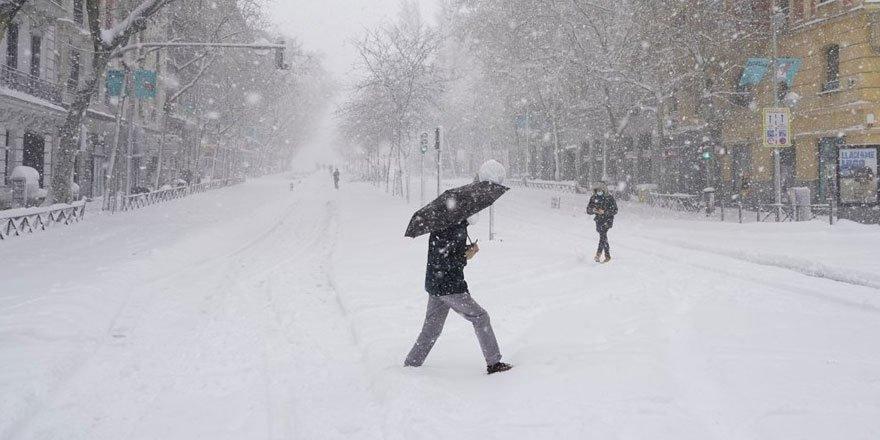 İspanya'da kar fırtınası 3 can aldı