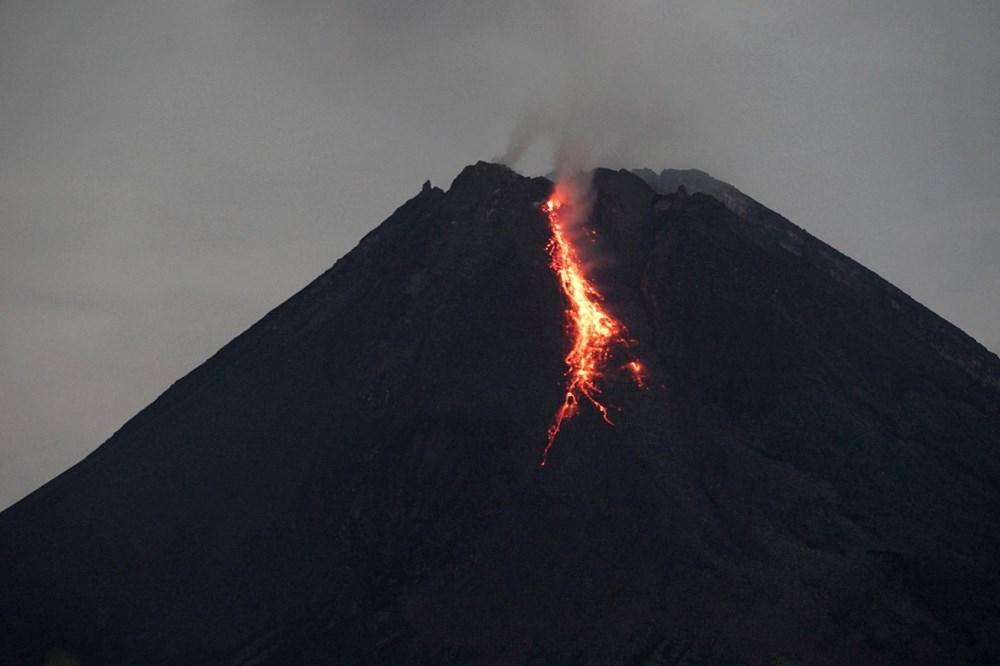 Endonezya'da Merapi Yanardağı son 6 saatte 36 kez lav püskürttü 1