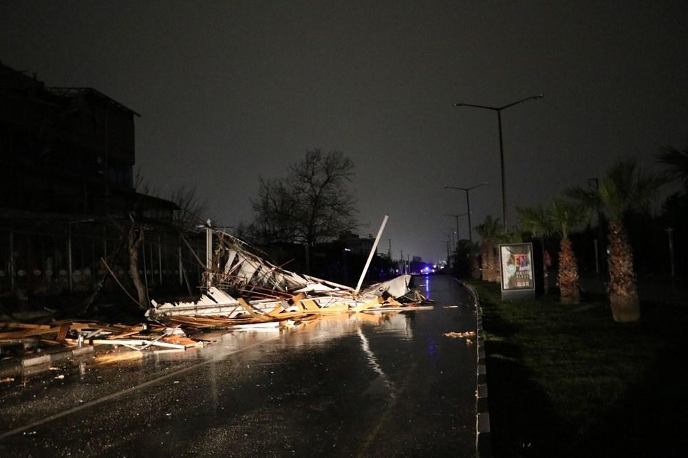 Manisa'da fırtınada çatılar uçtu, duvarlar ve ağaçlar devrildi 1