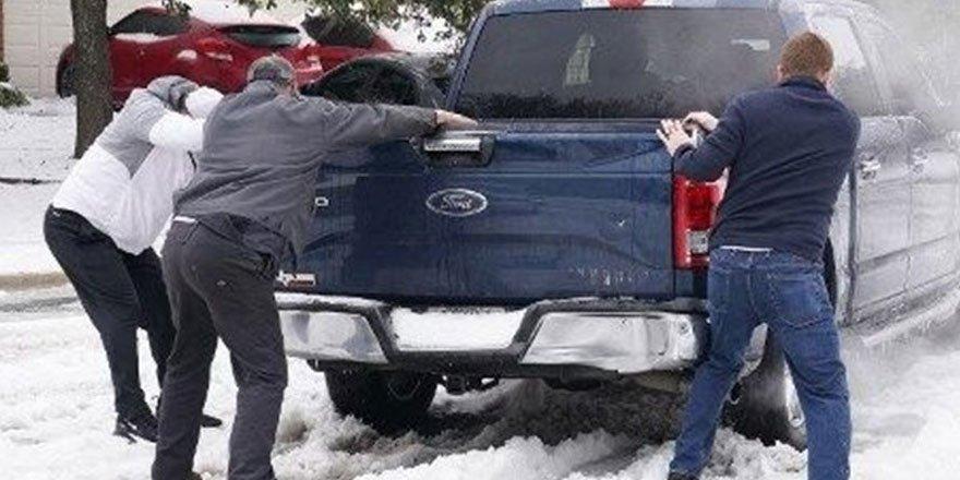 ABD Teksas'ta soğuk havalar hayatı durdurdu