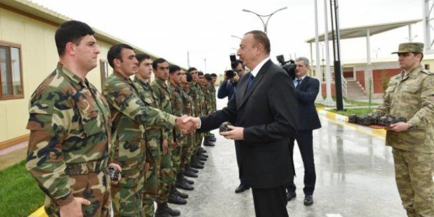 Aliyev, cephe hattında incelemelerde bulundu