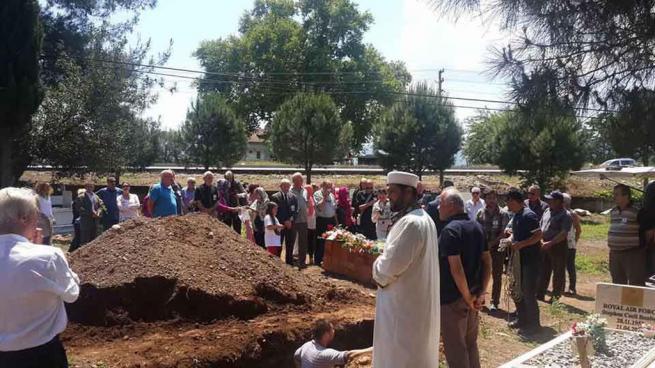 Hıristiyan olarak yaşadı, Müslüman gibi gömüldü 1