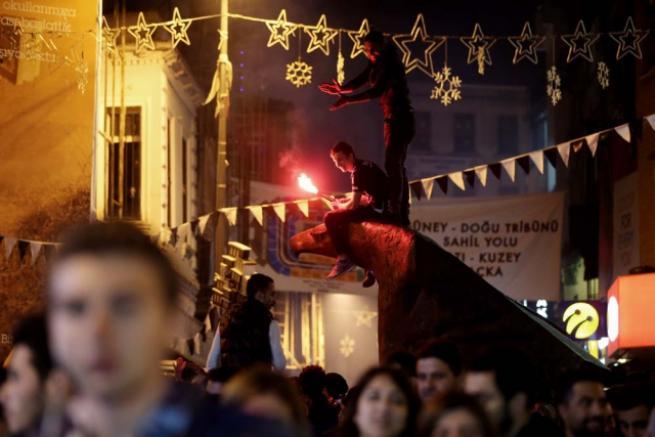 Beşiktaşlılar olası şampiyonluğu kutlamaya başladı 4