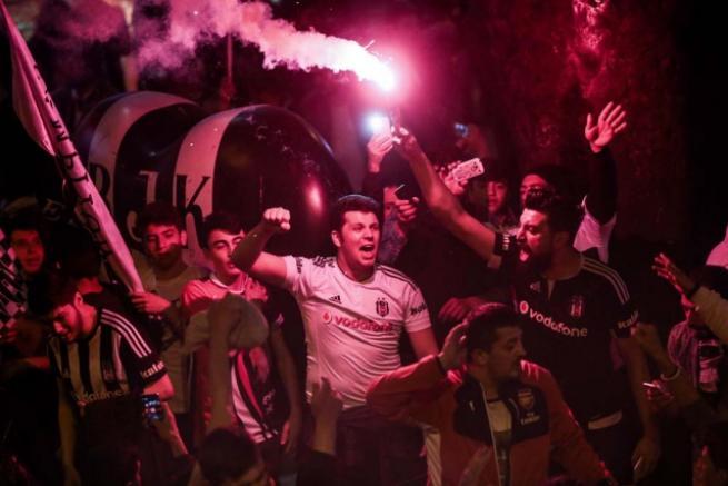 Beşiktaşlılar olası şampiyonluğu kutlamaya başladı 6
