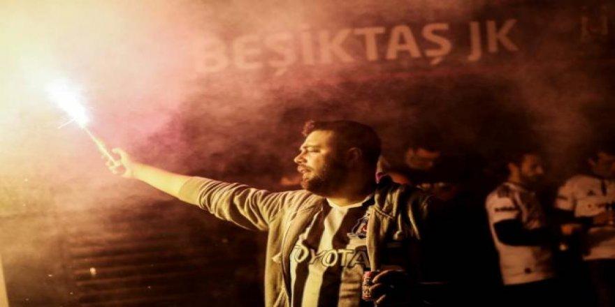 Beşiktaşlılar olası şampiyonluğu kutlamaya başladı