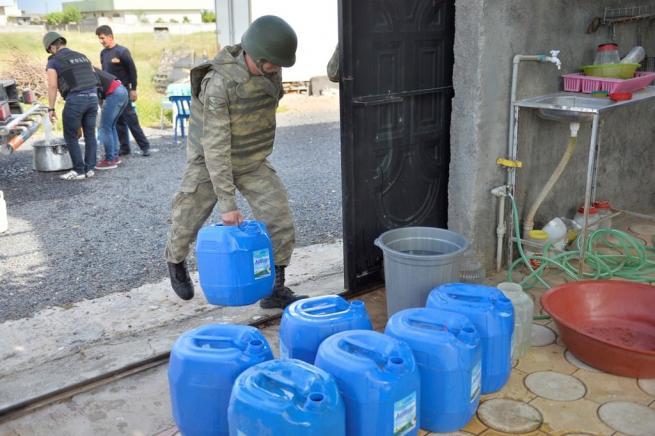 Teröristler susuz bıraktı, güvenlik güçleri yardıma koştu 2