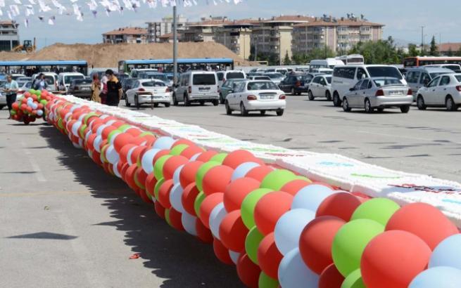 Aliyev için 93 metrelik pasta 4