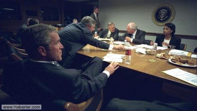 11 Eylül saldırısının hiç yayınlanmamış Bush fotoğrafları 18
