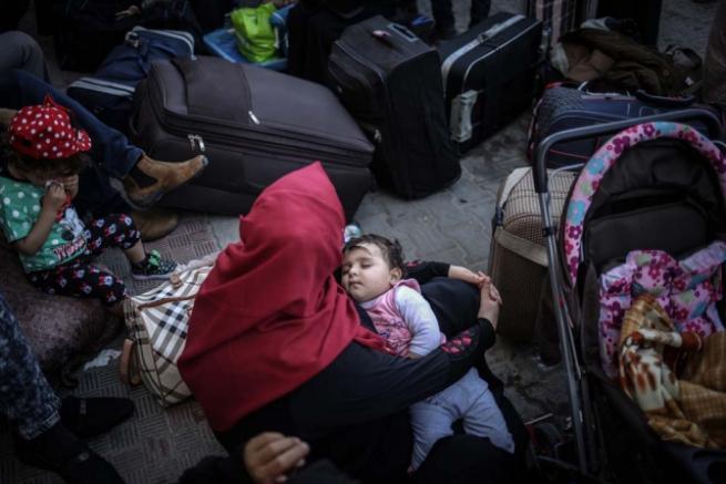 Refah Sınır Kapısı 'geçici' olarak açıldı 12