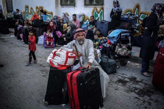 Refah Sınır Kapısı 'geçici' olarak açıldı 13
