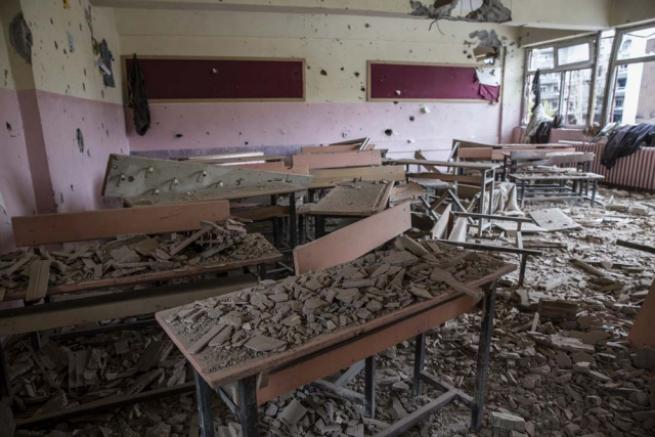 Teröristlerin harabeye çevirdiği okullar için yıkım kararı 1