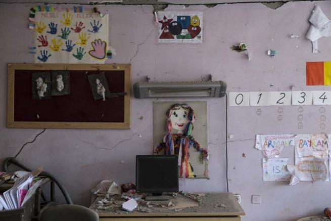 Teröristlerin harabeye çevirdiği okullar için yıkım kararı 2