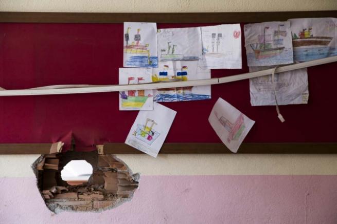 Teröristlerin harabeye çevirdiği okullar için yıkım kararı 4