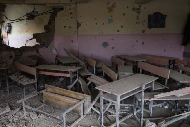 Teröristlerin harabeye çevirdiği okullar için yıkım kararı 7