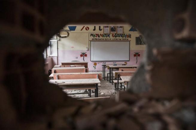 Teröristlerin harabeye çevirdiği okullar için yıkım kararı 8