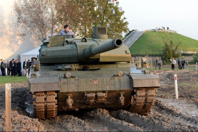 """Türkiye'nin yerli üretim tankı """"Altay"""" 13"""