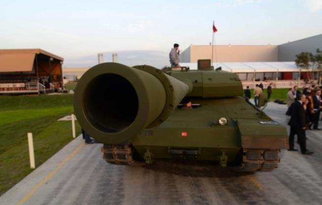 """Türkiye'nin yerli üretim tankı """"Altay"""" 4"""