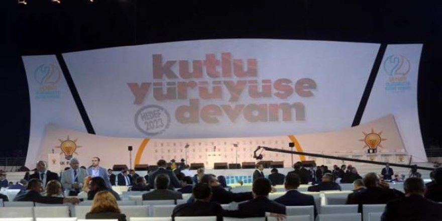 AK Parti Kongresi'nde dikkat çeken pankartlar