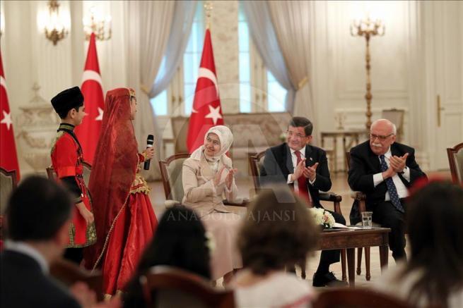 Başbakan Davutoğlu, 23 Nisan Çocuk Şenliği'ne katılacak çocukları k 1
