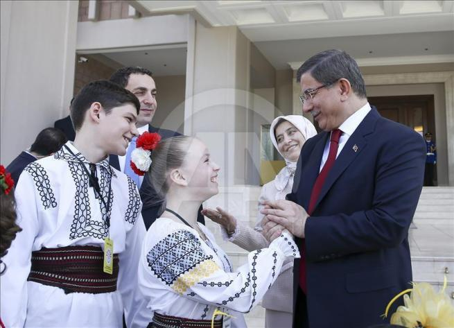 Başbakan Davutoğlu, 23 Nisan Çocuk Şenliği'ne katılacak çocukları k 12
