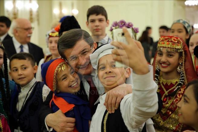 Başbakan Davutoğlu, 23 Nisan Çocuk Şenliği'ne katılacak çocukları k 13