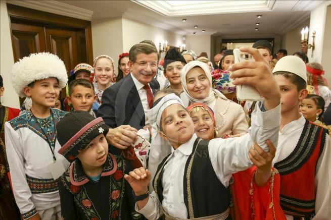 Başbakan Davutoğlu, 23 Nisan Çocuk Şenliği'ne katılacak çocukları k 3