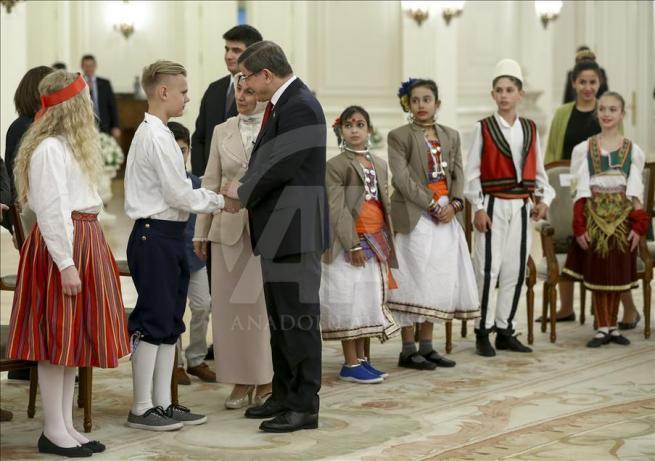 Başbakan Davutoğlu, 23 Nisan Çocuk Şenliği'ne katılacak çocukları k 4
