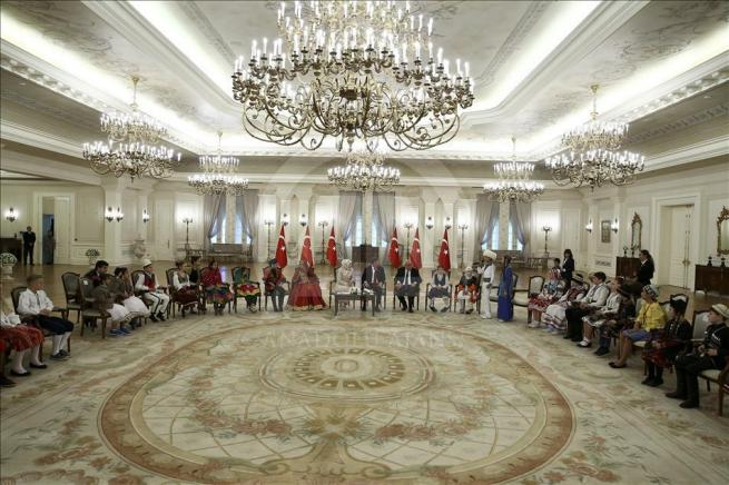 Başbakan Davutoğlu, 23 Nisan Çocuk Şenliği'ne katılacak çocukları k 5