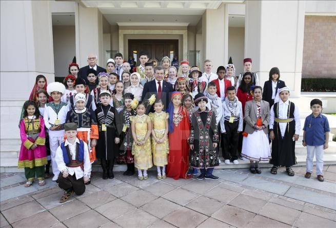 Başbakan Davutoğlu, 23 Nisan Çocuk Şenliği'ne katılacak çocukları k 7