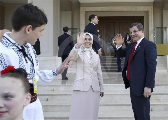 Başbakan Davutoğlu, 23 Nisan Çocuk Şenliği'ne katılacak çocukları k 8