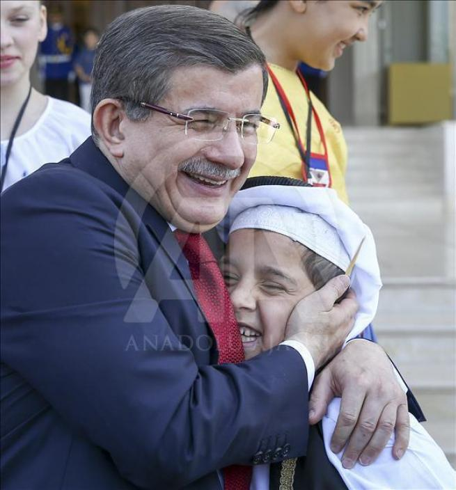 Başbakan Davutoğlu, 23 Nisan Çocuk Şenliği'ne katılacak çocukları k 9
