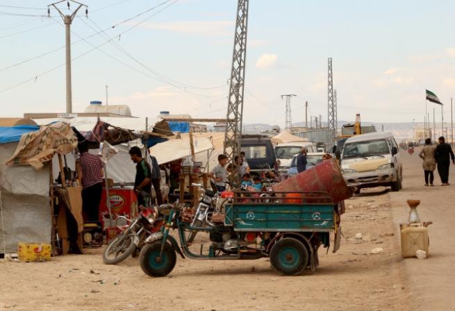 Suriyeliler çadır dükkanlarla hayata tutunuyor 1