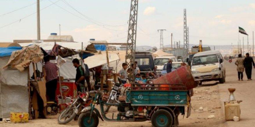 Suriyeliler çadır dükkanlarla hayata tutunuyor