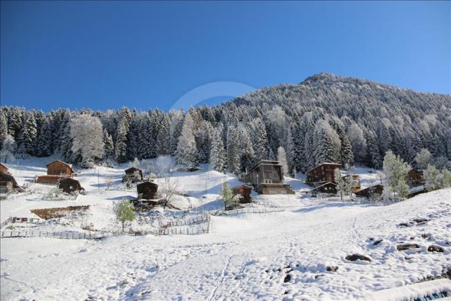 Ayder Yaylası'na kar yağdı 2