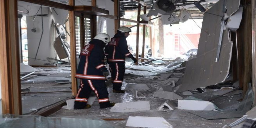 Beyazıt'ta polis aracına yapılan saldırıdan ilk görüntüler