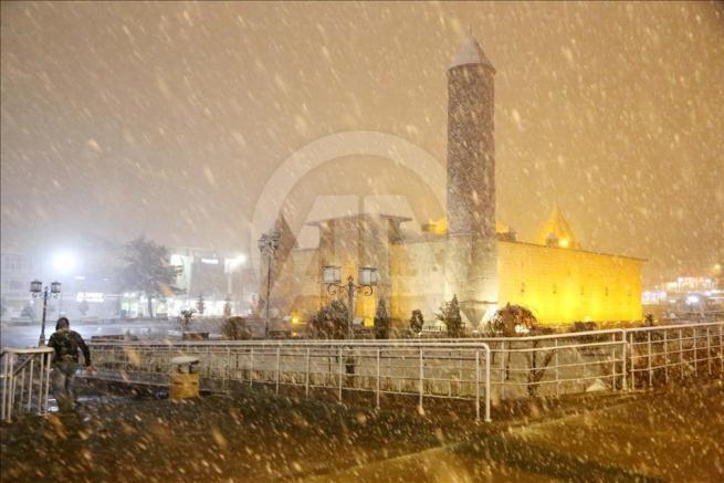 Erzurum'a nisan ayında kar yağdı 6