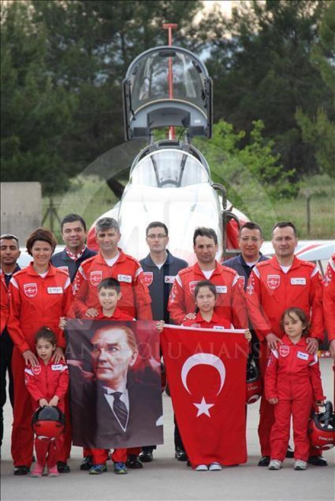 Türk Yıldızları'nın kokpiti ilk kez çocuklara emanet 2