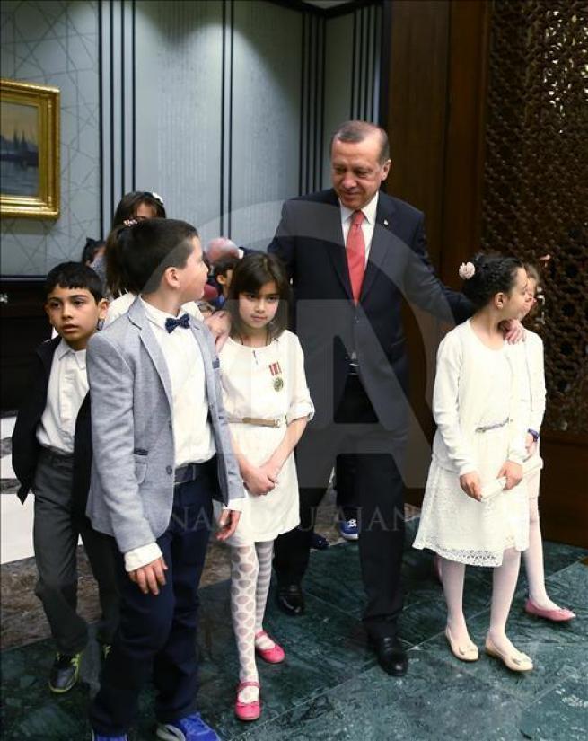 Cumhurbaşkanı Erdoğan, Bakan Avcı ve öğrencileri kabul etti 1