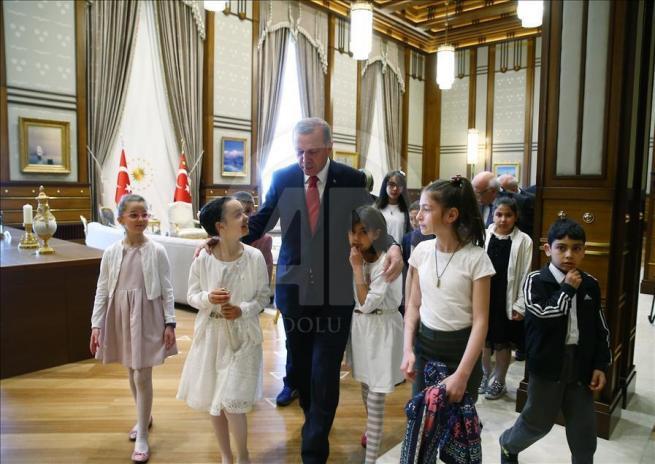 Cumhurbaşkanı Erdoğan, Bakan Avcı ve öğrencileri kabul etti 8