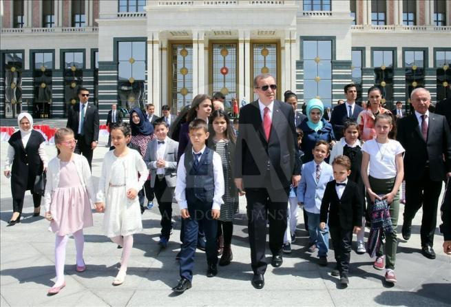 Cumhurbaşkanı Erdoğan, 81 ilden gelen çocukları kabul etti 1